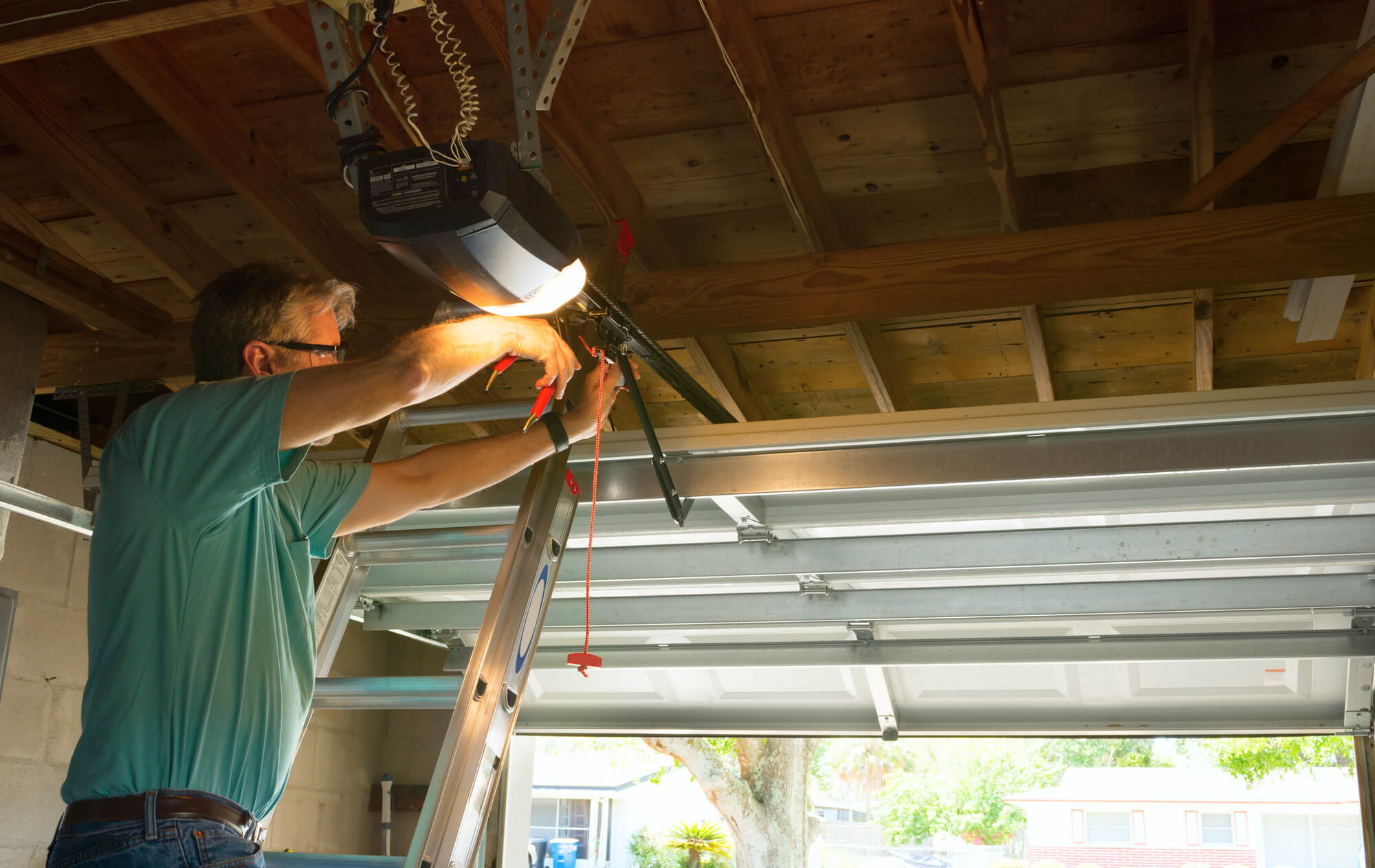Who Can Do Garage Door Repair Near Me Tips For Who To Pick